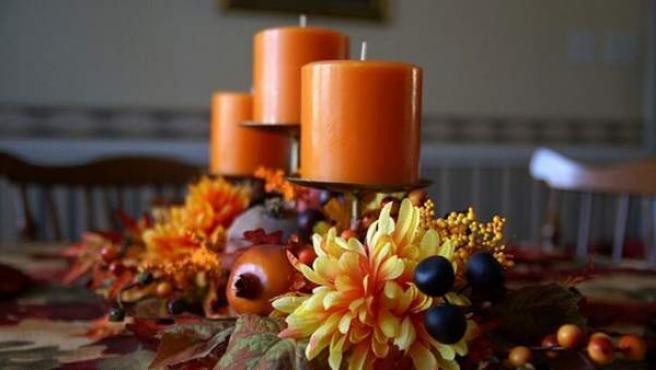 Flores secas y velas, dos básicos de la decoración para el otoño.
