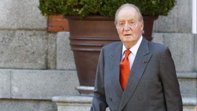 Fotografía de archivo del 18 de septiembre de 2013 del rey Juan Carlos en el Palacio de la Zarzuela.