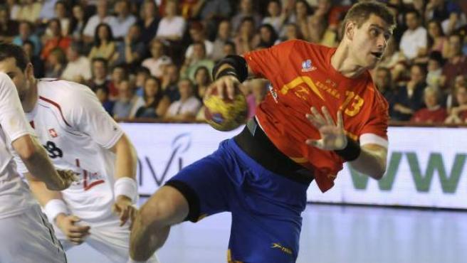 Julen Aguinagalde, en el España-Suiza clasificatorio para el Europeo de Balonmano.