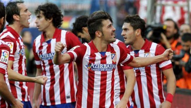 Los jugadores del Atlético de Madrid celebran un gol de David Villa.