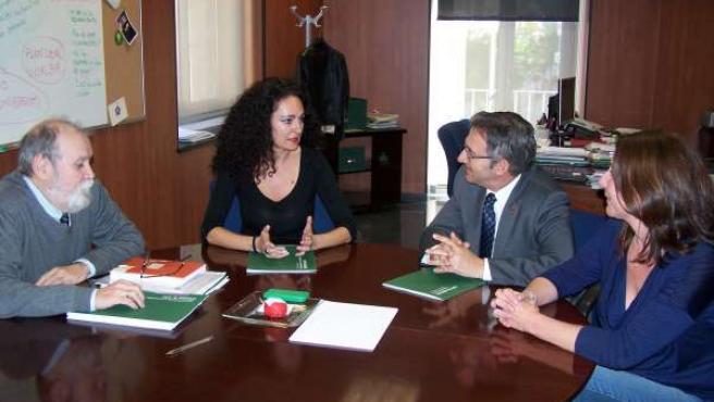 Reunión de la delegada de Salud con el rector de la UHU.