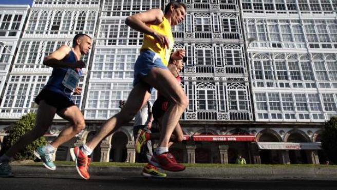 Corredores durante la disputa de la segunda edición del Maratón de A Coruña, Campeonato de España de la modalidad en 2013.