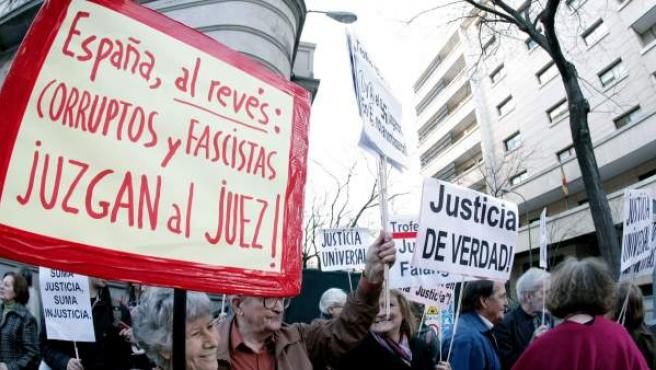 Imagen de archivo de una protesta en apoyo del juez Garzón, que investigó los crímenes del franquismo.