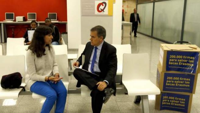 """La estudiante, en la reunión que ha tenido en el Ministerio Educación para entragar las firmas para """"salvar Erasmus""""."""