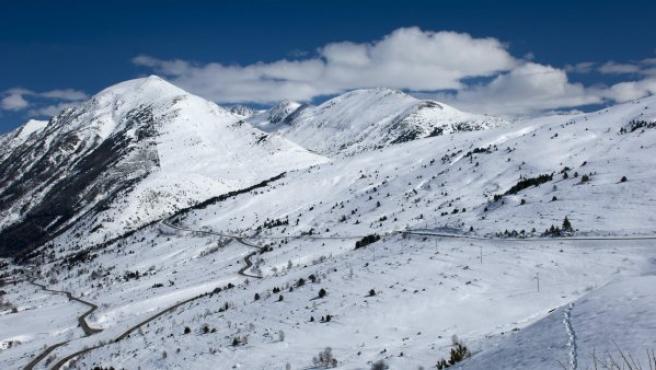 La nieve cubre la montaña en los Pirineos, en una imagen de archivo.
