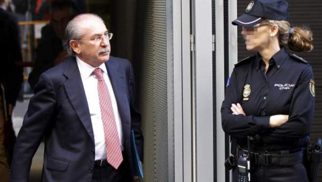 El expresidente de Sacyr Luis del Rivero sale de la Audiencia Nacional tras su declaración.