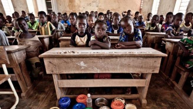 Un grupo de estudiantes durante una clase en la escuela primaria de la comunidad de Konean, en Burkina Faso.