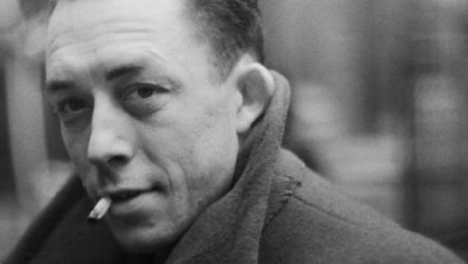 Con 29 años Camus publicó 'El Extranjero', su novela más aplaudida.