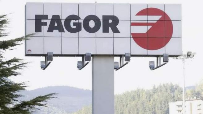 Imagen del cartel de la factoría de la empresa Fagor en la localidad guipuzcoana de Mondragón.