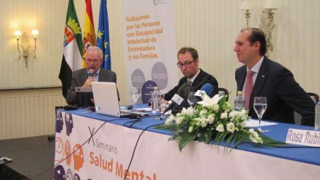 El consejero de Salud y Política Social, Luis Alfonso Hernández Carrón