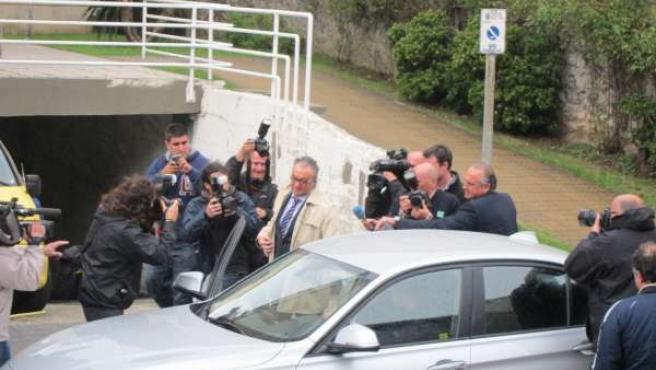 El presidente del Racing, Ángel Lavín, en los aledaños de los juzgados