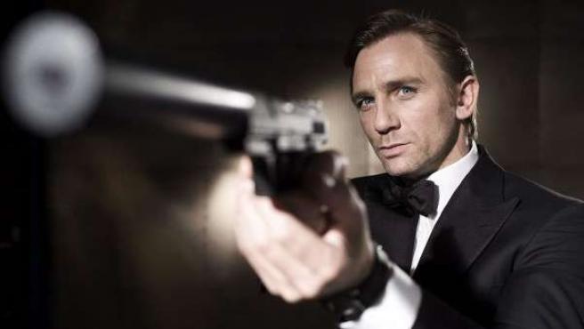 Daniel Craig como James Bond.