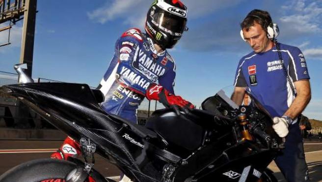 Jorge Lorenzo, en la primera jornada de entrenamientos celebradas en el Circuito Ricardo Tormo de Cheste con las nuevas motos de 2014 .