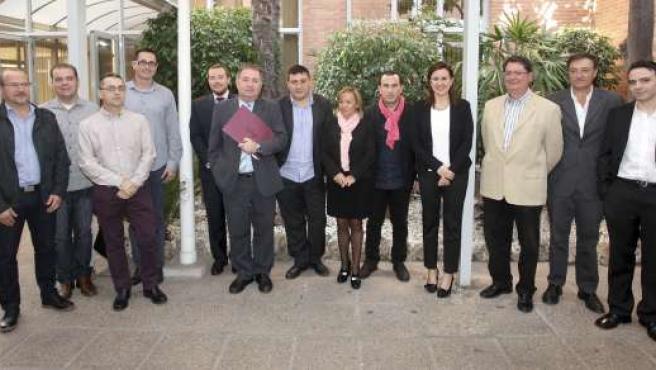 Català con representantes de PRODJCV tras firmar el convenio.