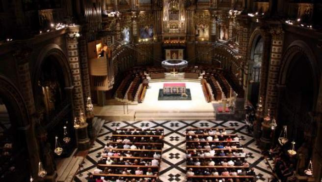 El interior de la Basílica de Montserrat, durante un concierto con el nuevo órgano.