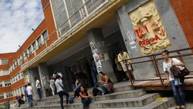 Fachada de la facultad de Derecho de la Universidad Complutense, en Ciudad Universitaria.
