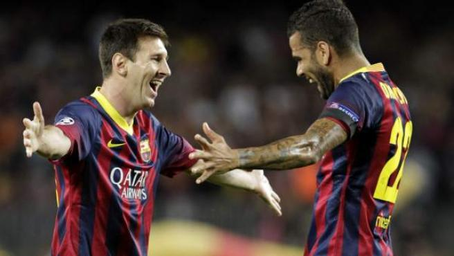 Leo Messi y Dani Alves celebran uno de los goles del argentino al Ajax.