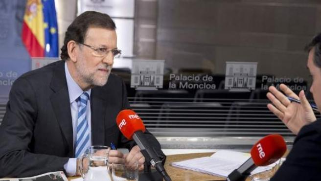 El presidente del Gobierno, Mariano Rajoy, entrevistado en Radio Nacional.