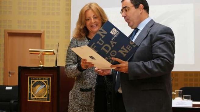 María del Olmo Ibáñez, Premio de Ensayo de la Fundación de Municipios de la UPO