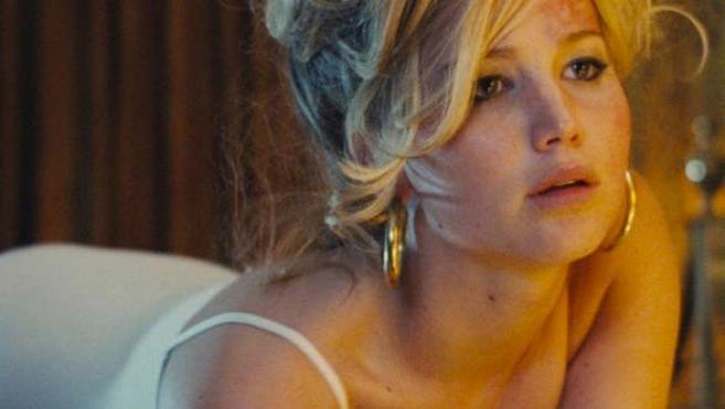 Clip de 'American Hustle': Jennifer Lawrence quiere que le huelas las uñas