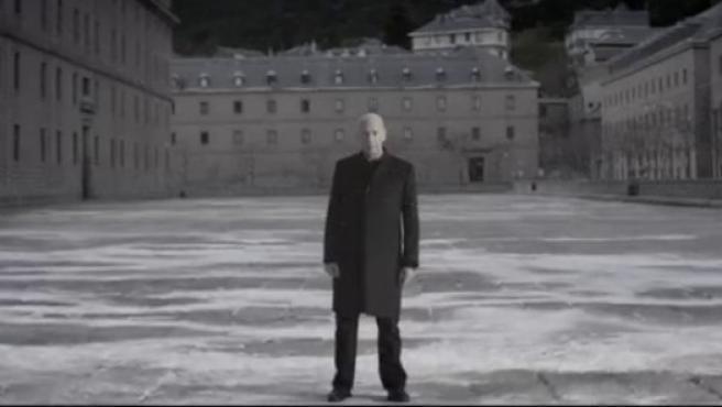 El actor británico Clive Arrindell vuelve a la pequeña pantalla, aunque esta vez no para el anuncio del Gordo de Navidad, sino para ponerle cara a una campaña de la ONG internacional Acción contra el Hambre.