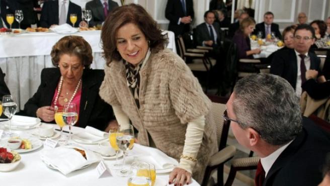 El ministro de Justicia, Alberto Ruiz Gallardón (d), y las alcaldesas de Madrid y Valencia, Ana Botella y Rita Barberá.