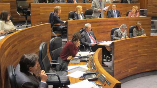 Francisco Álvarez-Cascos pregunta a Javier Fernández en el Pleno