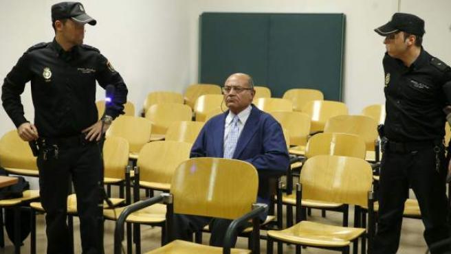 Díaz Ferrán (c), al inicio del juicio en la Audiencia Nacional por un delito contra la Hacienda Pública tras comprar Aerolíneas Argentinas en 2001.