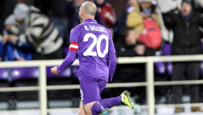 Borja Valero celebra uno de sus goles ante el Verona.