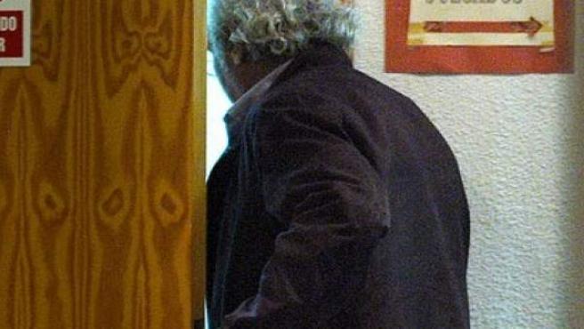Joaquín Tejeiro, uno de los exalcaldes socialistas de Ciempozuelos imputados a la entrada de los juzgados.