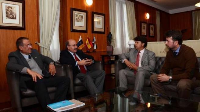 Carlos Alonso se reúne con el nuevo director del IAC