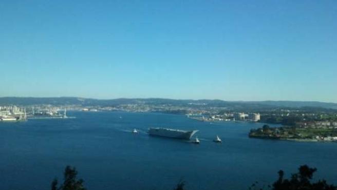El 'Adelaide' abandona la ría de Ferrol
