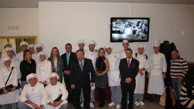 Los estudiantes del CdT de Alicante con las autoridades durante la comida