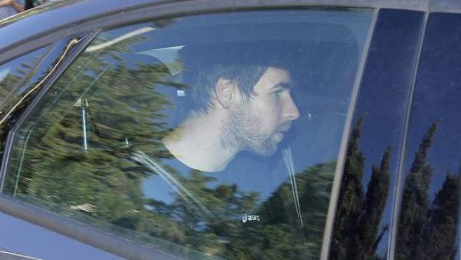 Luka Karabatic en un coche policial con el que fue trasladado al tribunal.