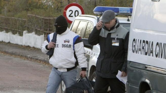 El único condenado por el triple crimen de Alcàsser, Miquel Ricart, a la salida de la cárcel.