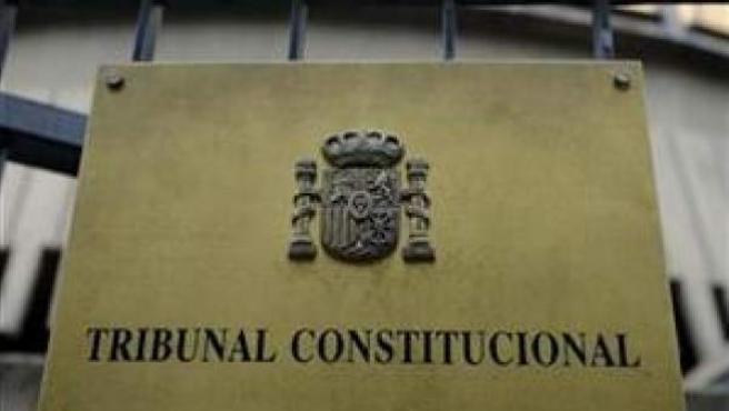 El Constitucional avala el decreto que recortó el salario de los funcionarios.