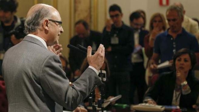 El ministro de Hacienda y Administraciones Públicas, Cristóbal Montoro, durante unas declaraciones que ha realizado en el Congreso.