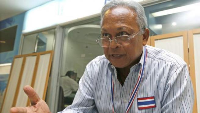 El principal cabecilla del movimiento opositor en Tailandia, el ex viceprimer ministro Suthep Thaugsuban, ofrece una entrevista en la sede del Gobierno en Bangkok (Tailandia).