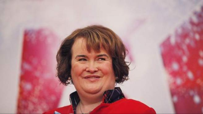 La cantante escocesa Susan Boyle, sonríe en una rueda de prensa en Shanghai, China.