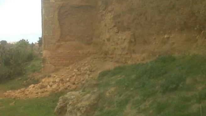 Imagen de desprendimiento de la Muralla de Niebla (Huelva).