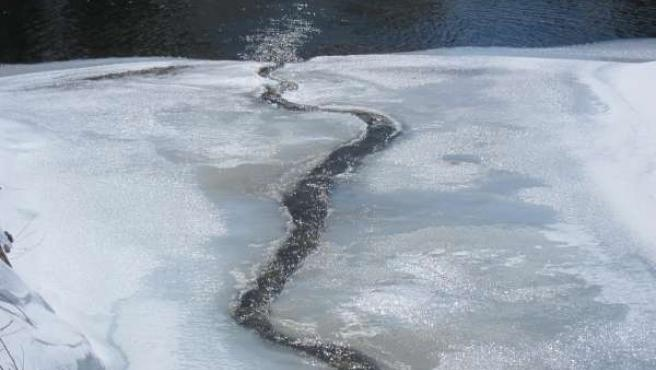 Deshielo, río helado