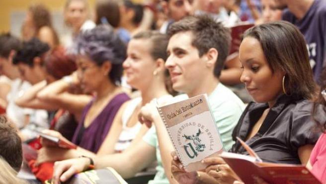 Un grupo de estudiantes Erasmus, en las jornadas de bienvenida de la Universidad de Sevilla.