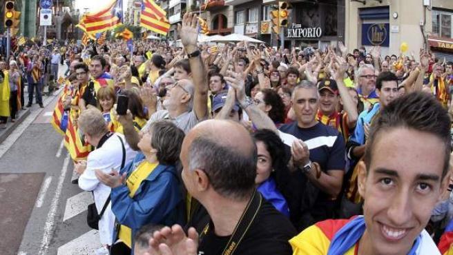Cientos de personas congregadas frente a la Sagrada Familia participan en la cadena humana por la independencia organizada por la Asamblea Nacional Catalana (ACN), en coincidencia con la Diada de Cataluña. La convocatoria tuvo lugar el pasado mes de septiembre.