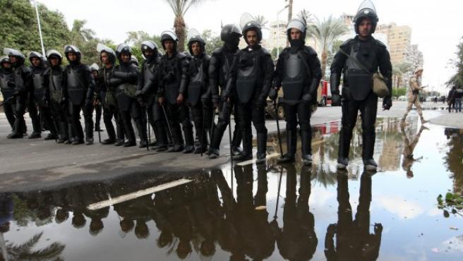 Policías antidisturbios egipcios.