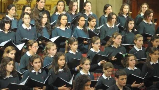 El coro de Voces Blancas del Colegio Entreolivos, durante una actuación