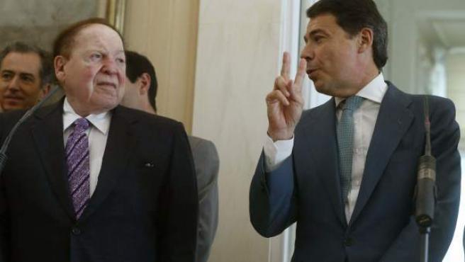 El presidente de la Comunidad de Madrid, Ignacio González (dcha), con el norteamericano y promotor de Eurovegas, Sheldon Adelson.