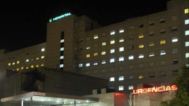 Hospital Universitario de Valme, donde está ingresada la niña superviviente de la familia que sufrió una intoxicación alimentaria en Alcalá de Guadaíra.