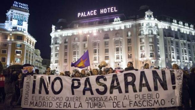 Pancarta de la marcha 'Rodea el Congreso' en el Paseo del Prado de Madrid.