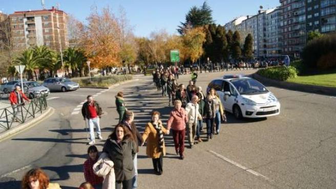 Imagen de la cadena humana realizada en el barrio vigués de Coia