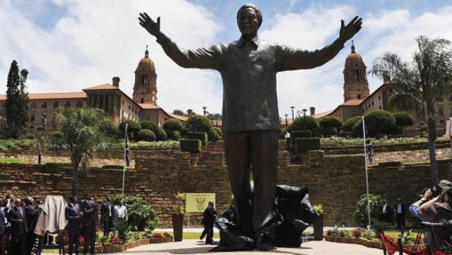 Zuma inaugura una estatua de Mandela de nueve metros de altura.